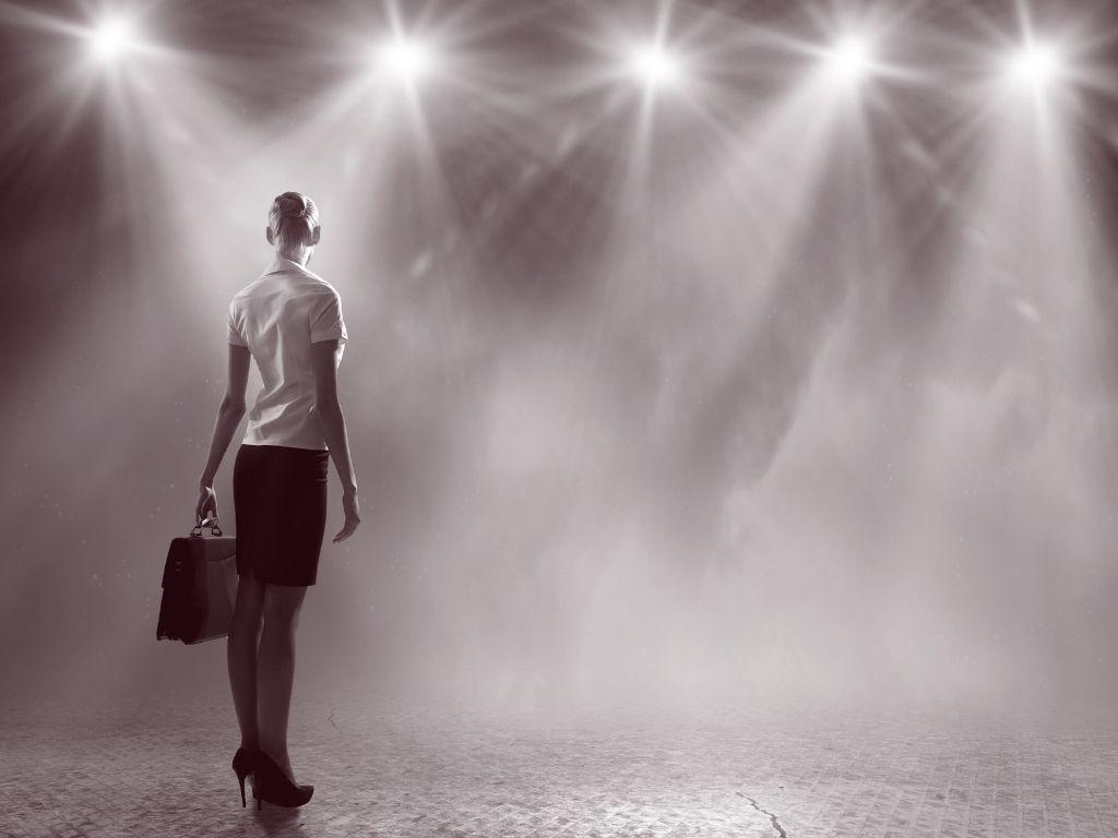 THEMENGEBIETE Corporate -Frau im Scheinwerferlicht